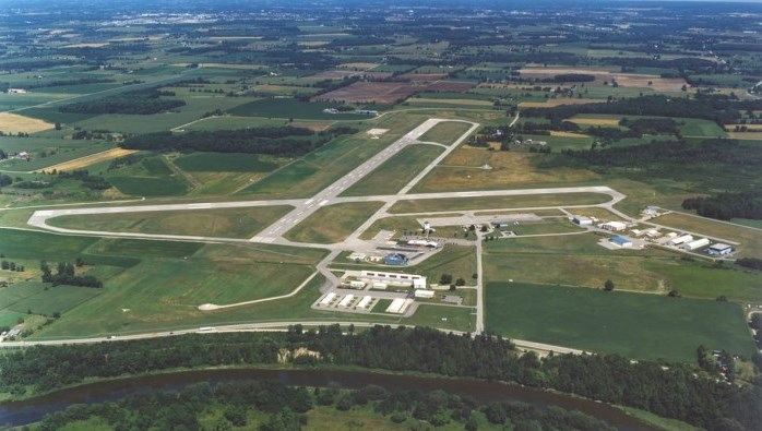 1984 Aerial image runway extension