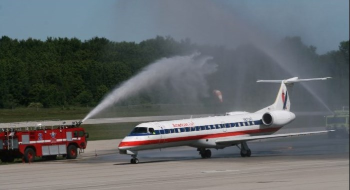 2011 American Airlines launches Chicago service